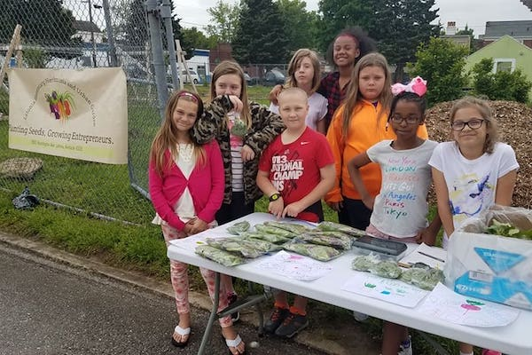 Latonia Elementary Herbmania and Urban Garden Club